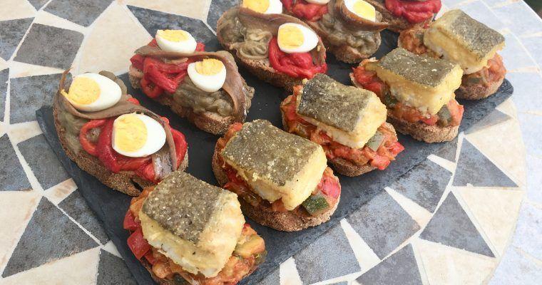 Pinchos sobre pan de barra… o barra de pinchos sobre pan