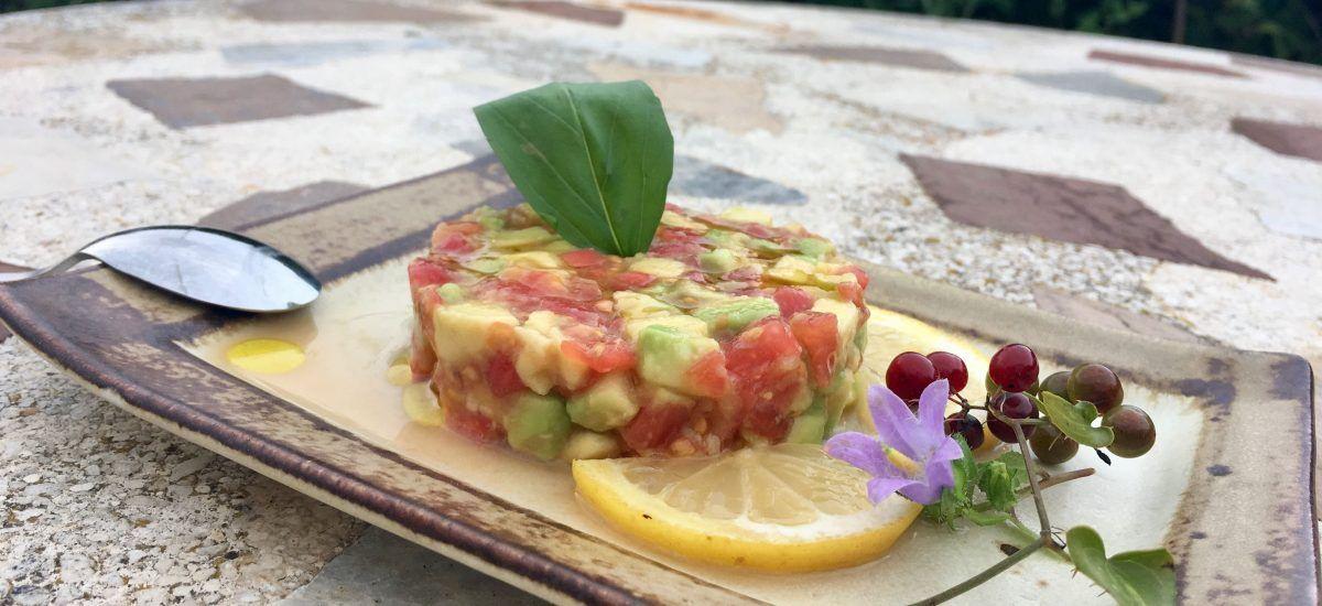 Tartar de tomate y aguacate o «la sencillez y la humildad…