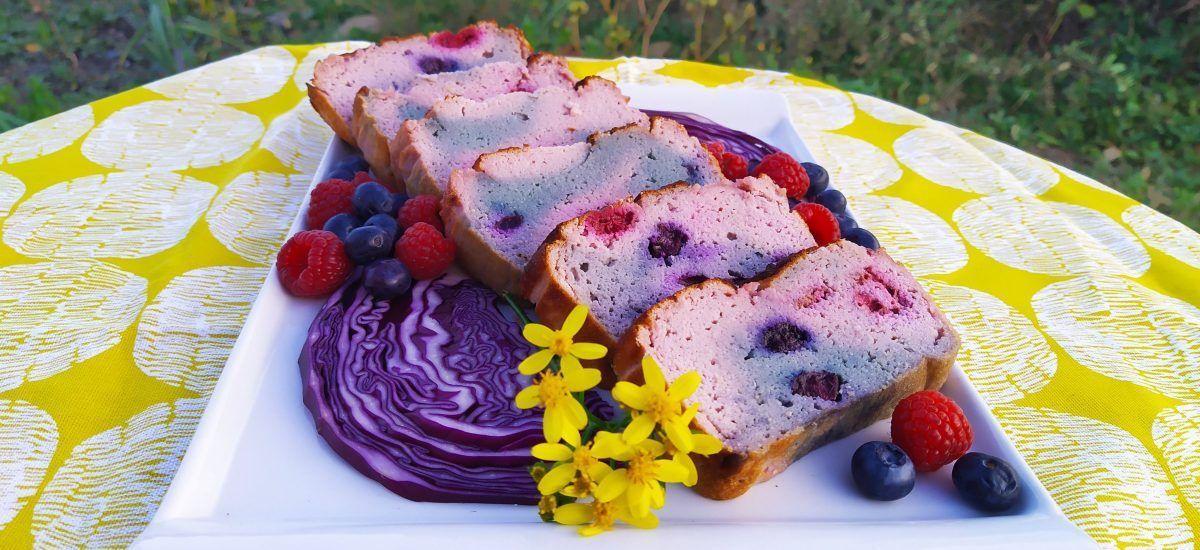 Bizcocho de col lombarda (un pastel rosa a topos lilas)