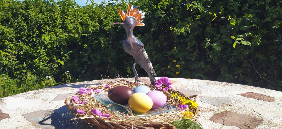 Huevos de pascua de colores (con tramposo de chocolate)