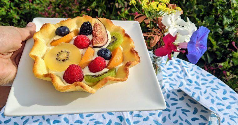 Tarta feliciana con crema y fruticas (puestos a pecar…)